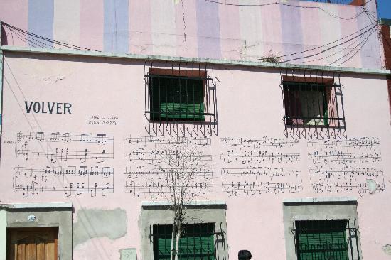 Barrio de Abasto : Gardel song on building