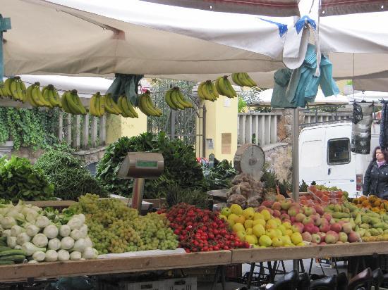 Villa Maria Rosa Molas: Der allmorgendliche Markt um die Ecke