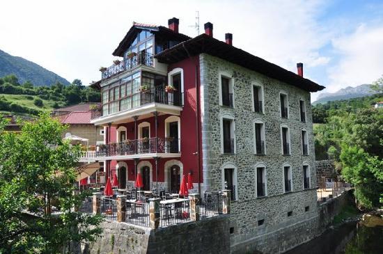 La Casa del Puente: Vista exterior de la Casa