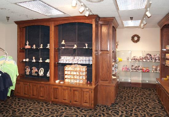 Quality Inn & Suites: gift shop