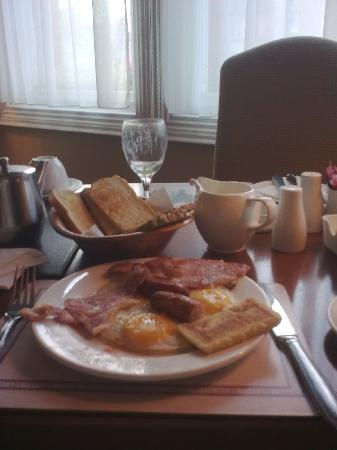 Lismar Guest House: A Full Irish Breakfast awaits