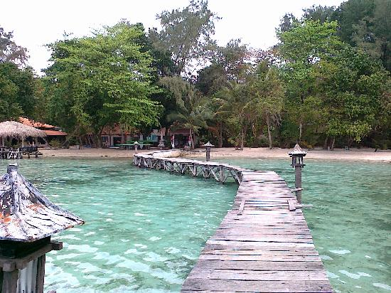 Alam Kotok Island Resort: The simple central pier