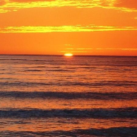 The Sea Spray Resort: Spectacular sunsets just steps away!
