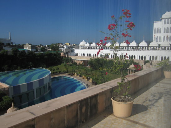 Radisson Blu Udaipur Palace Resort & Spa : View from our bedroom