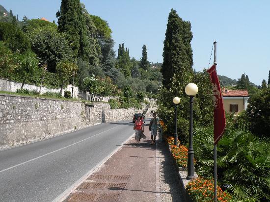 Hotel Touring : Street view in Gardone Riviera