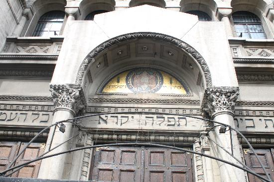 Jewish Museum of Buenos Aires: The symbol above the star looks like Spock's!