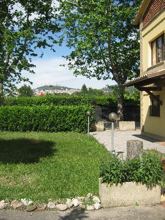 B&B Raffiori: vista su Assisi