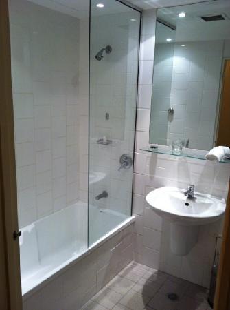 Rydges St Kilda: bathroom