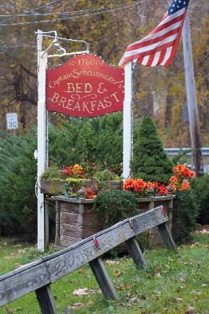 Captain Schoonmaker's Bed and Breakfast: B&B Sign