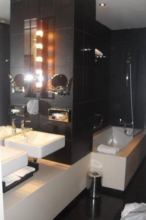 Hotel Vincci Via 66 : bathroom