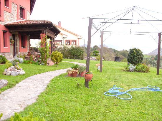 Alojamiento Rural El Navaron: El jardín del Navarón