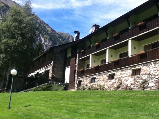 Els Avets Hotel: las habitaciones desde el jardín