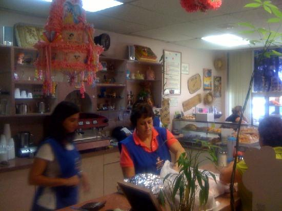 El Recreo Bakery: The order was ready & waiting