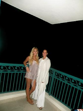 Hilton Barbados Resort: Wife & daughter on Balcony