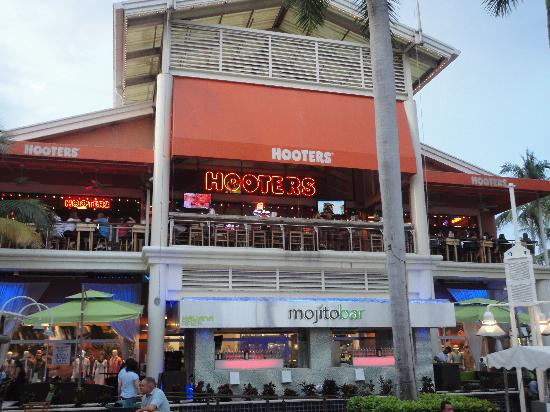 Hooters En Bayside Picture Of Marketplace Miami Lido Restaurant