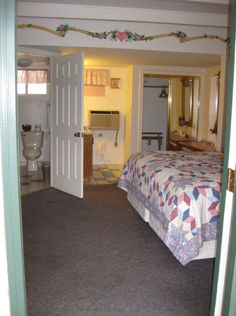 Barewood Inn & Suites