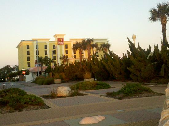 Clarion Inn & Suites Virginia Beach: Front