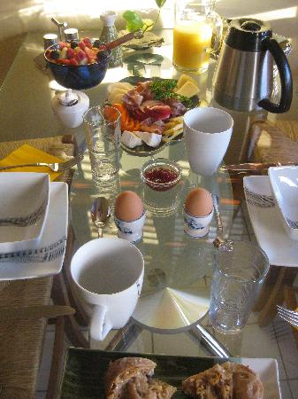 Artisan Upstairs Guesthouse: Delicious breakfast