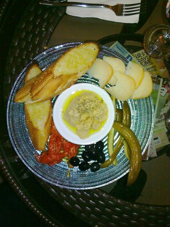 Slice of Heaven : Mezze Plate (from above)