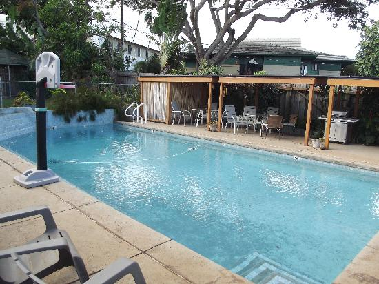 Wailuku Guesthouse: The pool