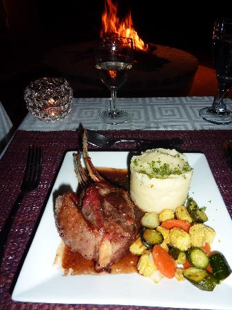 Kuname Lodge: dinner by the fire
