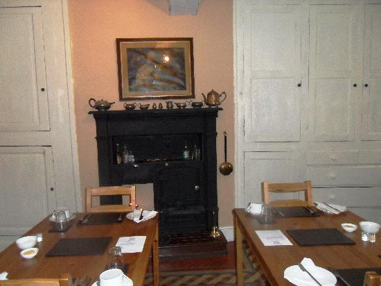 Dowgill House : The old cooking range in the breakfast room