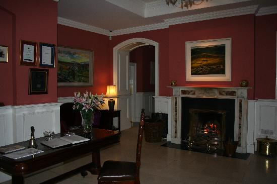 Emlagh Country House: Gorgeous lobby