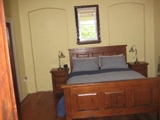 Mudgee Bed and Breakfast: OUR QUEEN BED