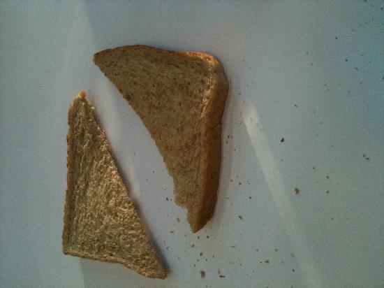 """Wolfgang Puck Express : Cold, limp """"toast"""""""