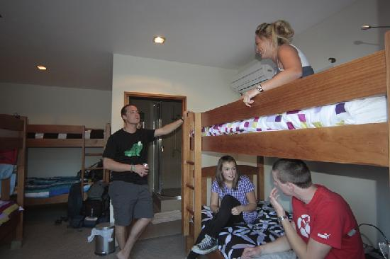 Adventure Queenstown Hostel: Bed Room