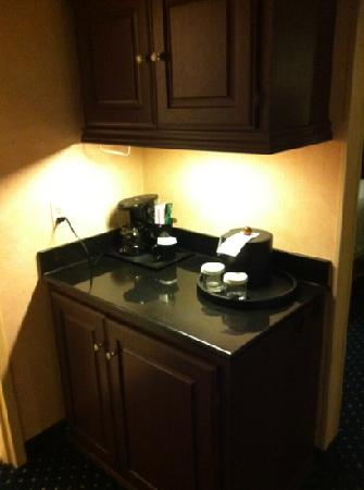 Crowne Plaza Hotel Virginia Beach -Town Center: entry way to my room. the fridge is def sketch. but at least there is one.