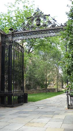 Yale University: Beautiful gate