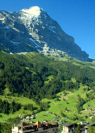 Hotel Sonnenberg: View of the Eiger