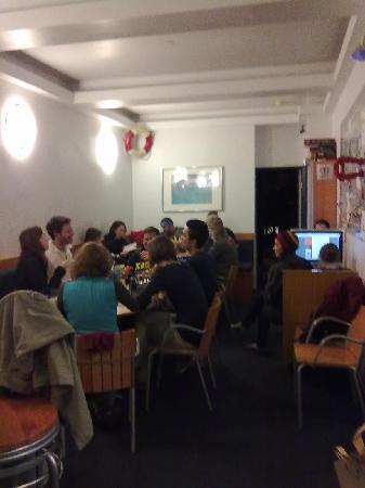 Pacific Tradewinds Hostel : Diner