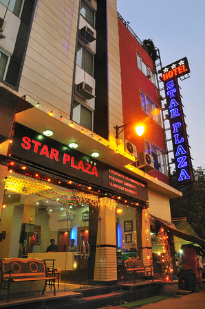 Hotel Star Plaza: Exeterior Night View
