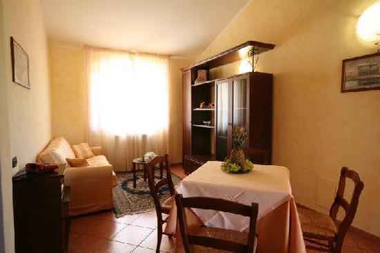 Case Vacanza Fiocchi: Particolare dell'angolo cottura e soggiorno