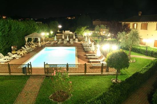 Case Vacanza Fiocchi: La piscina