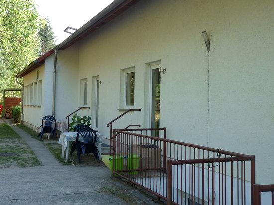 Ferienpark Pelzkuhl: Ein Blick auf das Hauptgebäude mit Ferienwohnung