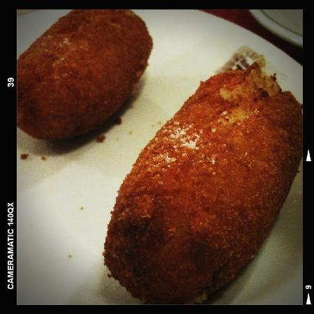 Pizzeria Starita a Materdei : crocchè di patate e ripieno di fiordilatte