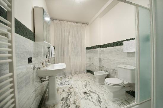 Residence Bologna: bathroom