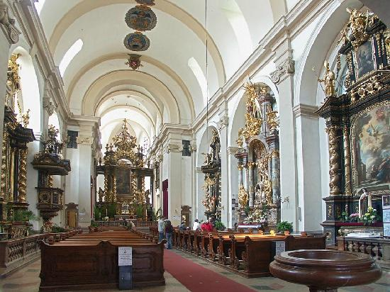 Church of Our Lady Victorious - Holy Child of Prague: interno chiesa