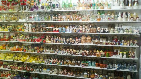 Salt and Pepper Shaker Museum: Another small portion