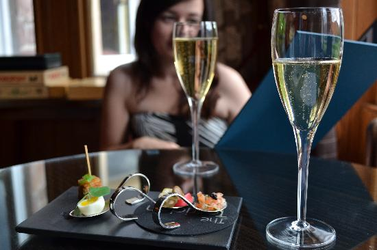 The Torridon: Nibbles and Champagne before dinner