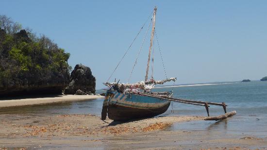 Anjajavy L'Hotel: bateau de pecheur marina