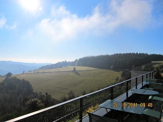 Hôtel Régis et Jacques Marcon : vue de la terrasse du petit déjeuner