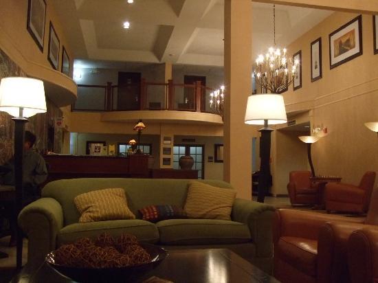 Phoenix Inn Suites Eugene: ロビー