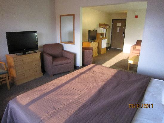 AmericInn Lodge & Suites Tomah: Huge room!