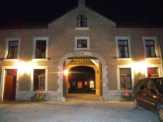 Hotel - Ferme du Chateau d'Ahin: Hoofdingang