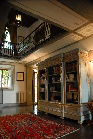 Villa  Vistarenni: living room with library