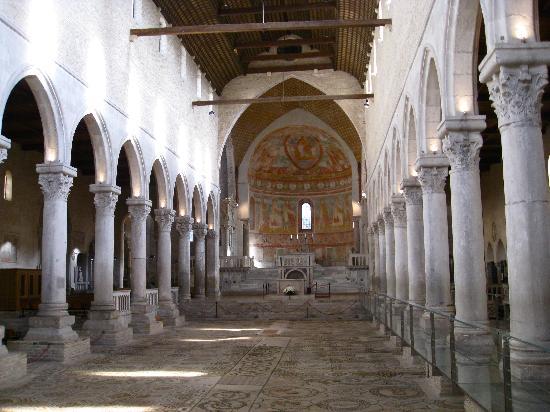 Casa Medievale del Mugnaio B&B: Interior of the Basilica of Aquileia